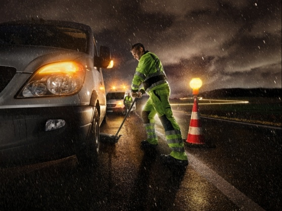 Mercedes-Benz contact. Help when you're out and about